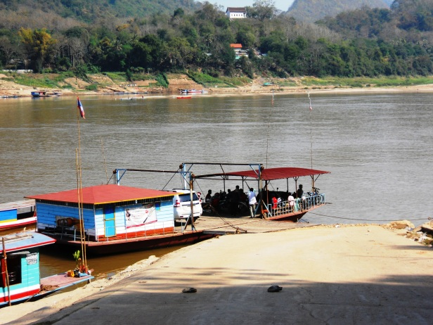 Laos-Ferry (2)