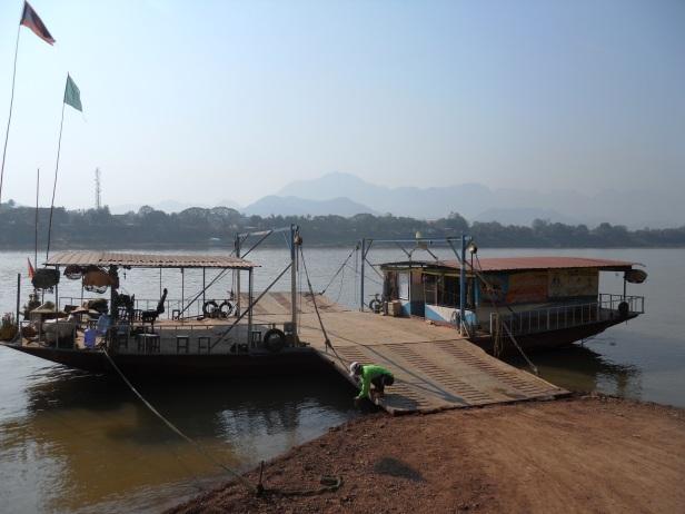 Laos-Ferry (4)