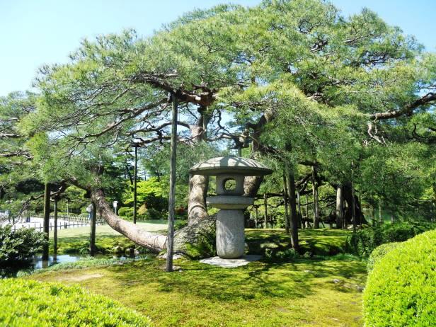 Voyage-Japon-Kanazawa-KenruokenGarden (4)